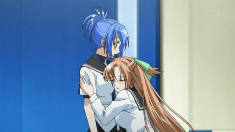 Kampfer - Sakura clings to Natsuru.