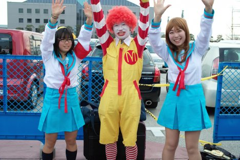 Ronald McDonald cosplay makes everything more fun, except for coulrophobes.